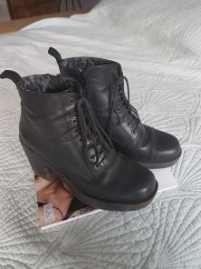 ITEM Black ankle boots SIZE 40 DESIGNER Vagabond MATERIAL Leather CONDITION Excellent