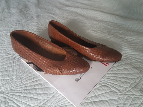 ITEM Brown woven court shoes SIZE 41 DESIGNER unknown MATERIAL Leather CONDITION Good