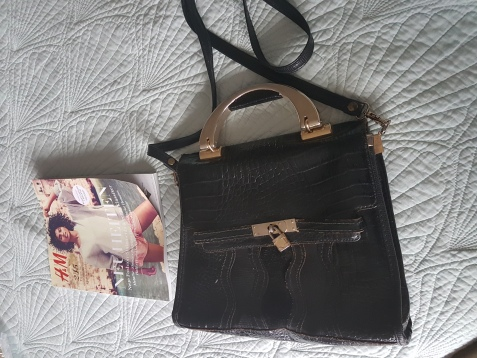 ITEM Black handbag SIZE n/a DESIGNER unknown MATERIAL unknown CONDITION Fair (some repairs needed)