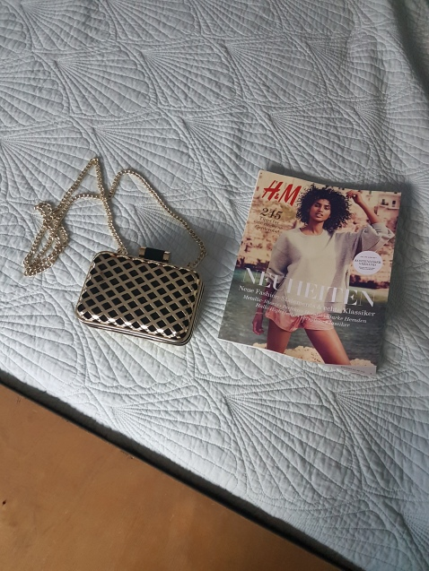 ITEM Gold & black clutch box bag SIZE n/a DESIGNER H&M MATERIAL n/a CONDITION Excellent